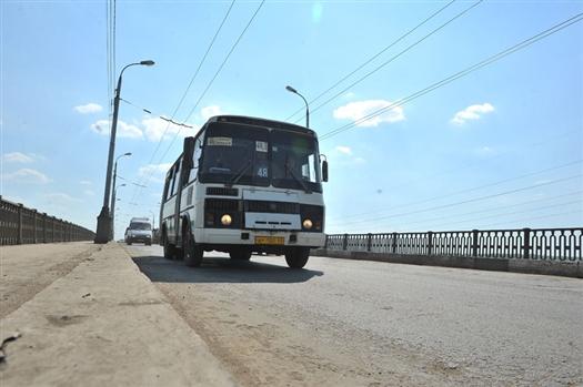 Мэр Самары Дмитрий Азаров предложил руководителю департамента транспорта Дмитрию Полуляху провести один день в автобусе в качестве пассажира