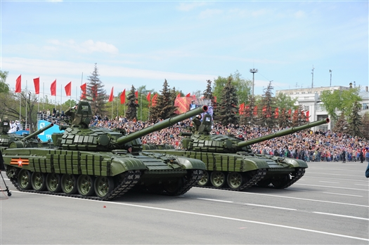 По площади им. Куйбышева прошла военная техника