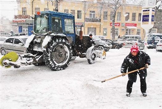 Новогодние праздники коммунальные службы Самары встретят во всеоружии, а в случае форс-мажора к расчистке города будут привлечены силы МЧС и военные
