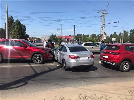 В Тольятти столкнулись четыре автомобиля
